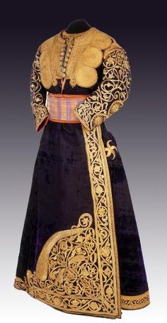 Africa | Berberisca from Tetouan, Morocco | 19th century | Velvet, metal-thread embroidery over cardboard cutouts/forms