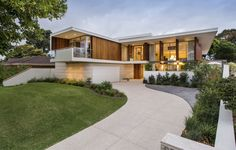 Moreing Road residence by Mountford Architects