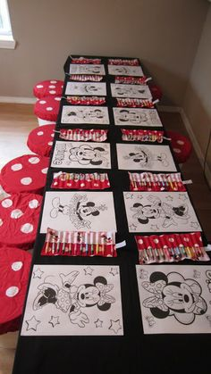 Minnie Mouse Party Kid Table - coloring pages...I'm going to have stations...cookie decorating, coloring pages, and one more.  I'll let the kids rotate to do it all!!