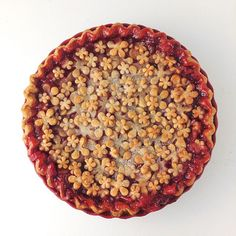 This Strawberry Rhubarb Flower Pie (after Baking) recipe is featured in the Pie Crust Inspiration feed along with many more. Strawberry Pie, Strawberry Recipes, Bakery Recipes, Pie Recipes, Easy Recipes, Caramel Pears, Pie Decoration, Pear Pie, Muffins