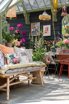 Greenhouse Goals With Selina Lake Inspire 5 Star Award at RHS Chelsea Flower Show — Heart Home Cottage Garden Design, Cottage Garden Plants, Home And Garden, Cottage Gardens, Vintage Garden Decor, Bohemian Garden Ideas, Vintage Outdoor Decor, Bohemian Patio, Bohemian Interior