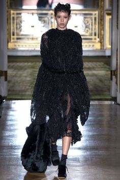 Simone Rocha Fall 2016 Ready-to-Wear Collection Photos - Vogue