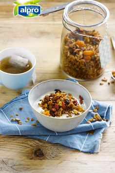 Our Homemade Granola recipe is what you need to kick start your day with a healthy breakfast! Did you know this breakfast is full of fiber from oats? Oh, and the nuts make this granola is a great source of vitamin E too. Meal of the day: breakfast – snack. Suited for: lactose free – vegetarian. Ingredients: rolled oats – hazelnuts – almonds – sunflower seeds – apple juice – honey – cinnamon – dried fruit.