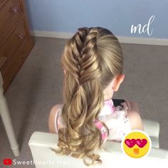 You should definitely give this half birdcage braid a try! You should definitely give this half birdcage braid a try! Easy Hairstyles For Medium Hair, Box Braids Hairstyles, Little Girl Hairstyles, Hairstyles Videos, Girl Hair Dos, Baby Girl Hair, Short Hair Styles Easy, Medium Hair Styles, Different Braids