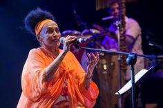 Omara Portuondo recibe en su país un título Honoris Causa en Arte