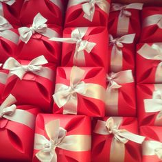 Para mamá Napkin Rings, Gift Wrapping, Gifts, Home Decor, Gift Wrapping Paper, Homemade Home Decor, Presents, Gifs, Gift Packaging
