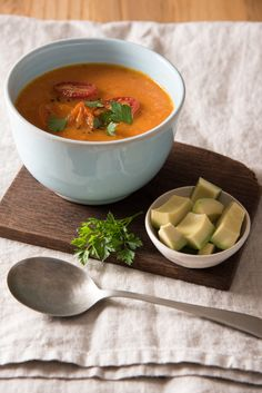 This recipe is both QUICK and TASTY – All you need is a few basic ingredients.   For this Mouth-watering Roasted tomato soup recipe visit my website.   Image by Berna Coetsee. Courtesy of LiG Tydskrif. Roasted Tomato Soup, Tomato Soup Recipes, Roasted Tomatoes, Midweek Meals, Thai Red Curry, Tasty, Website, Ethnic Recipes, Image