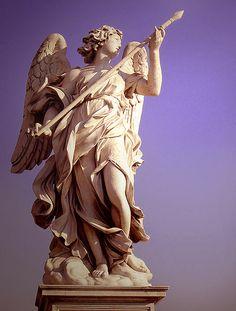 - Bernini - engel met spreer op Ponte Sant'Angelo - 1669 - het aandachtspunt van dit beeld ligt min of meer buiten het beeld en de suggestie van beweging zijn erg opvallend. Ook is het lichtaam gedraaid en heeft het een sterke licht-donker werking.