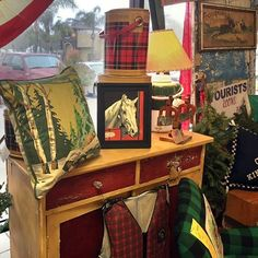 The cabin in the pines chairs are all sold but we will be bringing in more next week 🌲🛶❤️🇺🇸🏡⛺️🛶🌲❤️ Rustic Cabin Decor, Lodge Decor, Pine Chairs, Lodge Furniture, Vintage Cabin, Luxury Cabin, Cabin Interiors, Kabine, Cozy Cabin