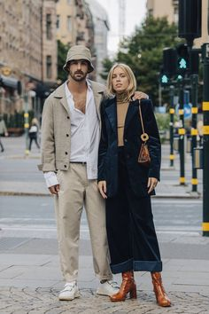 See all the best Stockholm fashion week street style. Vogue's street style photographer captures the fashion show attendees and the street style trends to watch at Stockholm Fashion Week. Street Style Trends, Street Style Edgy, Model Street Style, Cool Street Fashion, Autumn Street Style, Street Style 2018, Fashion Couple, Look Fashion, Womens Fashion