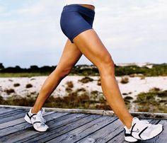 ¿Cuántas calorías estás quemando? Ruta: Cuando se trata de caminar o correr, la gente tiende a quemar entre 80 y 100 calorías por milla. Media hora de caminar a un casual, caminando el perro ritmo (2,5 mph, o 24 minutos en millas) se quema cerca de 97 calorías, mientras que una caminata rápida de paseo de 4 mph (millas 15 minutos) se queman alrededor de 161 calorías en 30 minutos. # SelfMagazine. #SelfMagazine