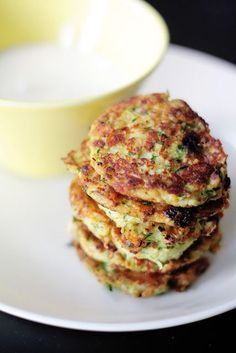 Kesäkurpitsa-halloumipihvit ja lime-jogurttikastike Veggie Recipes, Wine Recipes, Vegetarian Recipes, Cooking Recipes, Healthy Recipes, Healthy Cooking, Healthy Snacks, Healthy Eating, I Love Food