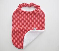 """Bavoir serviette élastique""""Moi tout seul"""", tissu petit pois rouge dailylike by toga : Mode Bébé par lelouppointu"""