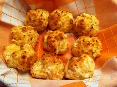 Red Lobster Cheddar Bay Biscuits Recipe: 2 cups Bisquick biscuit mix, 2/3 cup milk, 1/2 cup cheddar cheese (shredded), 1/4 cup butter (melted), 1/4 teaspoon garlic powder 1/4, teaspoon dried parsley.                 Preheat oven to 450 degrees. Mix biscuit mix, milk, and cheddar cheese until soft dough forms; beat vigorously for 30 seconds. Drop dough by spoonfuls onto ungreased cookie sheet. Bake for 8-10 minutes or until golden brown. Mix melted butter, garlic powder, and dried parsley…
