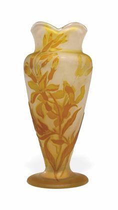 A GALLÉ DOUBLE OVERLAY CAMEO GLASS VASE - CIRCA 1910