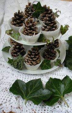 Lovely idea for Xmas kitchen. Frosty pine cones in baking cases on the tiered cake stand with ivy leaves ❤️ Noel Christmas, Rustic Christmas, Winter Christmas, Christmas Ornaments, Green Christmas, Simple Christmas, Christmas Arrangements, Christmas Decorations, Pine Cone Crafts