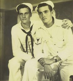 Ah, it's a sailor's life for me! Who HASN'T dreamed of a lusty seaman taking you in his arms? Smothering you with kisses from his salty lips? YES, sailor thirst IS REAL, y'a… Vintage Couples, Cute Gay Couples, Vintage Men, Lesbian Couples, Lgbt History, Vintage Sailor, Men In Uniform, Military Men, Man Photo