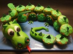 cool cupcake dragon :)   @Natalee Cunningham you might like this