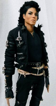 Michael Jackson. What can I say about this amazing hand made figure? In a word...AMAZING! I saw this in person and was stunned at the detailing. Check out Isabel's artwork on facebook. She is the BOMB!!!