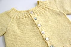 DIY Cómo tejer jersey para bebés (patrones gratis) | | Oh, Mother Mine DIY!! Baby Cardigan, Our Baby, Baby Knitting, Pullover, Children, Sweaters, Cardigans, Diy, Baby Things