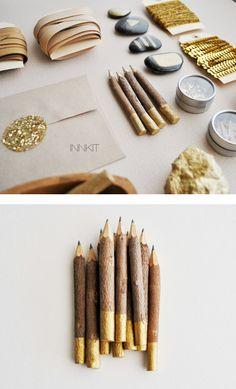 Cadeaux invités --> crayons bois or