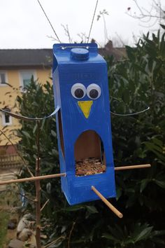 Homemade Bird Feeders, Diy Bird Feeder, Bird Houses Diy, Bird Boxes, Creative Kids, Family Activities, Craft Gifts, Diy For Kids, Reuse