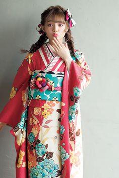 おすすめ振袖コレクション(ちぃぽぽ・みちょぱオリジナル振袖)|振袖レンタル・販売オンディーヌ 公式サイト Kimono Japan, Yukata Kimono, Japanese Yukata, Japanese Outfits, Traditional Fashion, Traditional Dresses, Geisha, Cute Kawaii Girl, Modern Kimono