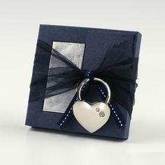 Bomboniera matrimonio blu con portachiavi cuore. #bomboniera #bombonieramatrimonio #matrimonio #emporioeventi