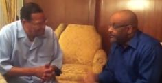 LOUIS FARRAKHAN TALKS ABOUT INCREASES IN GUN PURCHASES IN THE US. http://blacklikemoi.com/category/politics/page/3/