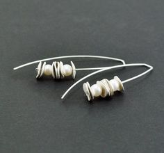 Pearl earrings. Reticulated sterling silver long by mariagotijoyas
