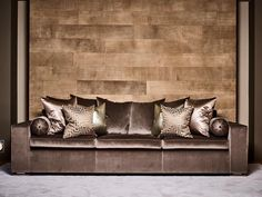 Leather wall covering: stylish, exclusive and completely distinctive. Leather allows the walls to set the tone. A leather wall is a sensual experience. Luxury Sofa, Luxury Furniture, Cool Furniture, Chaise Sofa, Sectional Sofa, Couches, Armchair, Living Room Sets, Living Room Decor