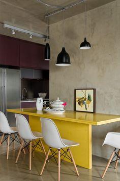 Vila Leopoldina Loft is a 70 sqm contemporary loft completed by Diego Revollo Arquitetura, Sao Paulo. The loft is located in Vila Leopoldina Loft Interior Design, Interior Decorating, Luxury Interior, Room Interior, Kitchen Dining, Kitchen Decor, Kitchen Island, Kitchen Ideas, Warehouse Shelving