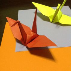 How to make an origami paper crane via @Guidecentral -- Discover and create how-to guides on www.guidecentr.al #DIY #tutorial