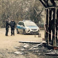 """#oplatz Brandanschlag auf Kunstwerk""""28 Türen""""vor Ort habe ich mit der Polizei gesprochen. http://evpo.st/19Efp1Aä"""
