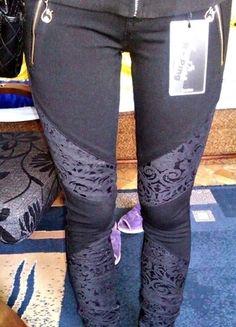 Kup mój przedmiot na #vintedpl http://www.vinted.pl/damska-odziez/rurki/13045534-czarne-spodnie-z-ciekawym-wzorem