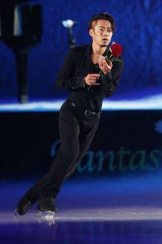 アイスショーで演技を披露する高橋大輔=フィギュアスケート(スポーツナビ) - Y!ニュース