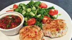 Sesame tuna fishcakes with salsa & side salad. Get your oily fish. Only 353 calories & 3 of your 5 a day Weight Loss Eating Plan, Easy Weight Loss, Fishcakes, Free Meal Plans, Lunch Menu, Side Salad, Mediterranean Style, Everyday Food, Eating Plans