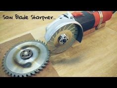 Making Saw Blade Sharpener using a Hand Grinder. Sharpener Machine it is Sharping Saw Blade. You make All Size Saw blade Sharpener. Angle Grinder Stand, Saw Sharpening, Sierra Circular, Diy Wooden Projects, Metal Projects, Table Saw Blades, Saw Tool, Circular Saw Blades, Miter Saw