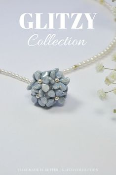 ***Daisy Choker***Blue flower necklace, handmade with beads and the central is made with original Swarovski crystal components, the petals are glass beads, it's a very nice and fine jewel, simply and elegant fashion accessory.