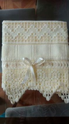 Discover thousands of images about BT Crochet Towel, Crochet Doilies, Crochet Lace, Hardanger Embroidery, Hand Embroidery, Crochet Designs, Crochet Patterns, Diy And Crafts, Arts And Crafts