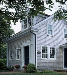 New England is all about the panelled window idea