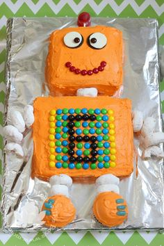 Planning a robot birthday party or robot baby shower? Here are lots of fun robot cake ideas for your big event. 3rd Birthday Cakes, Birthday Fun, Birthday Party Themes, Brithday Cake, Birthday Recipes, Birthday Crafts, Robot Cake, Cake Shapes, Party Cakes