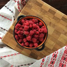 WEBSTA @ adirondack.com.ru - Малиновый бум . Инстаграм переполнен малиной. Решили поддержать. #малина #торцеваяразделочнаядоска #разделочнаядоска #дубоваяразделочнаядоска#кухня #handcrafted #kitchen #oak #raspberries
