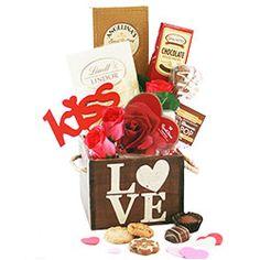 Valentinde's Day 2021 - Gift Basket Ideas Valentine Gift Baskets, Valentines Day Gifts For Him, Valentines Diy, What Is Valentines Day, Small Gifts, Gifts For Kids, Valentine's Day Gift Baskets, Perfect Gift For Him, Valentine's Day Diy