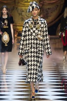 Dolce & Gabbana Fall 2016 Ready-to-Wear Fashion Show Collection