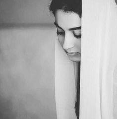 Urdu poetry (mahobbat hai tw hai) ~ Sameena,s Urdu poetry Black And White Photography Portraits, Cute Photography, Photography Women, Face Pictures, Girly Pictures, Dps For Girls, Girls Dp, Cute Love Images, Arabian Women