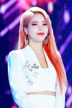 Check out Mamamoo @ Iomoio Solar Mamamoo, South Korean Girls, Korean Girl Groups, Under The Rainbow, Kpop Groups, K Idols, Rainbow Bridge, Kpop Girls, Taurus
