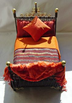 UNIQUE MINIATURES - DRESSED BEDS (from the Moroccan range)
