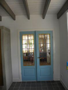 Renovatie woonkeuken, glas-in-lood deuren, houten balken