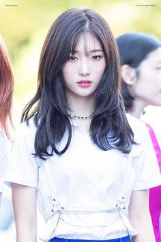 스퀘어 - 앞머리 자르고 리즈 갱신한 오늘자 정채연 Medium Hair Cuts, Medium Hair Styles, Short Hair Styles, Hair Inspo, Hair Inspiration, Cute Korean Girl, Layered Hair, Beautiful Asian Girls, Ulzzang Girl